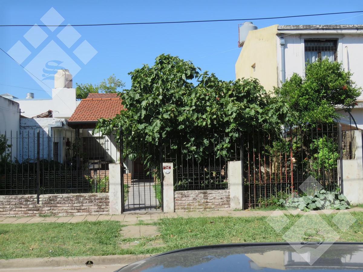 Foto Casa en Venta en  Ituzaingó Norte,  Ituzaingó  Leon Bloy al 700