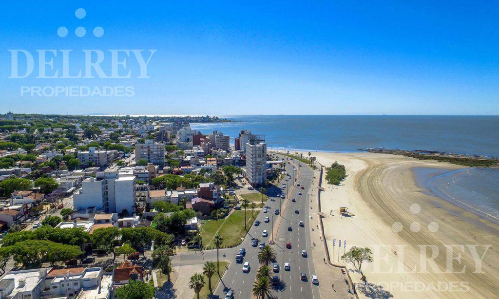 Foto Departamento en Venta en  Malvín ,  Montevideo  Rambla O'Higgins y 18 de Diciembre  Piso 7