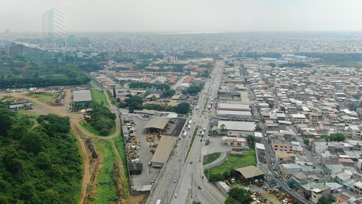 Foto Edificio Comercial en Venta en  Vía a la Costa,  Guayaquil  VENTA DE PROPIEDAD COMERCIAL SOBRE LA AV BOMBERO