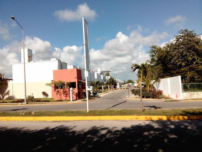 Foto Casa en Renta en  Playa del Carmen,  Solidaridad  En renta hermosa 2 rec. casa sin muebles en el fraccionamiento Playazul, Cerreda Playa Hermosa .Playa del Carmen  P2204