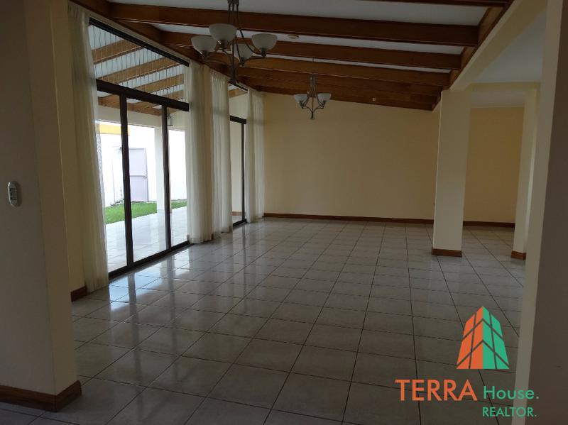 Foto Casa en Venta en  Escazu,  Escazu  SE VENDE, CASA EN LAURELES DE ESCAZU.