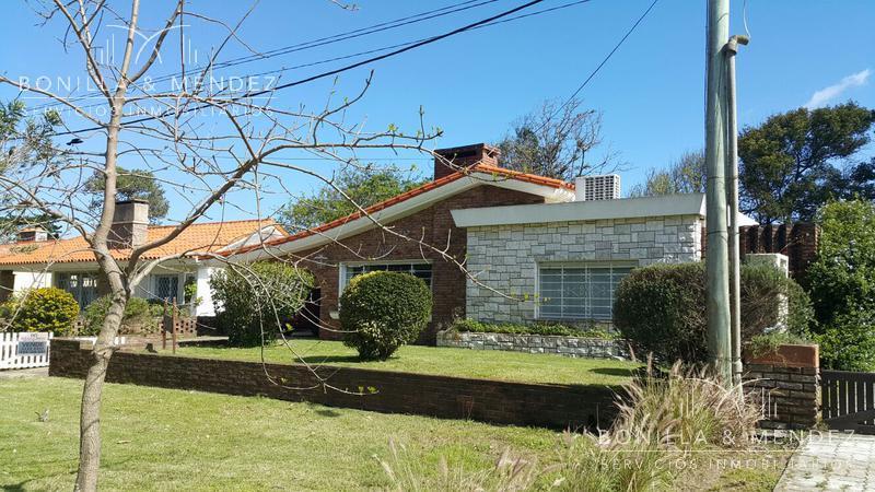 Foto Casa en Alquiler temporario en  Portales,  Piriápolis  A una cuadra del mar en Calle 9 Piriapolis