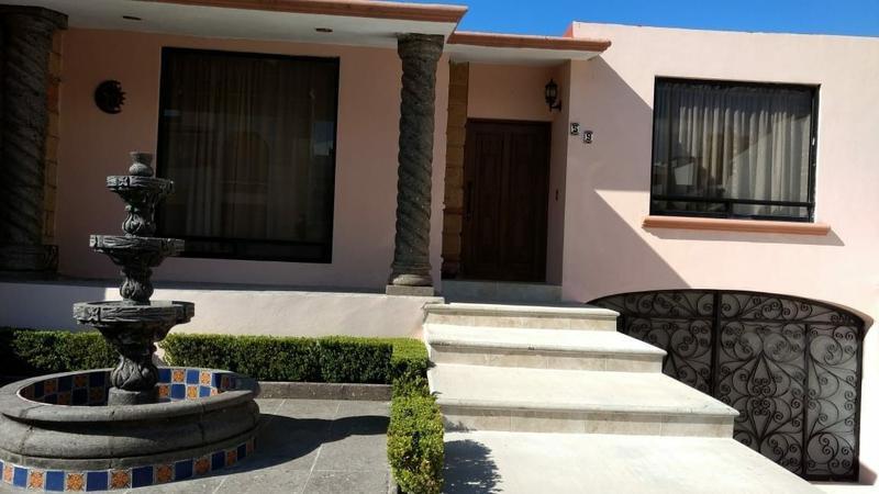 Foto Casa en condominio en Renta en  Querétaro ,  Querétaro  CASA EN VENTA - CUMBRES DEL CIMATARIO - QUERETARO