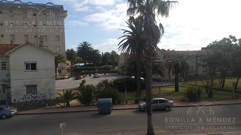 Foto Apartamento en Alquiler temporario   Alquiler en  Centro,  Piriápolis  Calle Armenia entre Rambla de los Argentinos y Hector Barrios