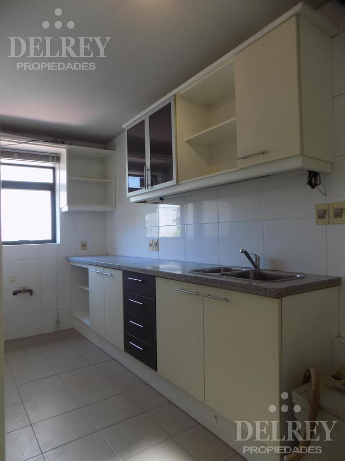 Foto Departamento en Alquiler en  Pocitos ,  Montevideo  Av. Brasil y Berro