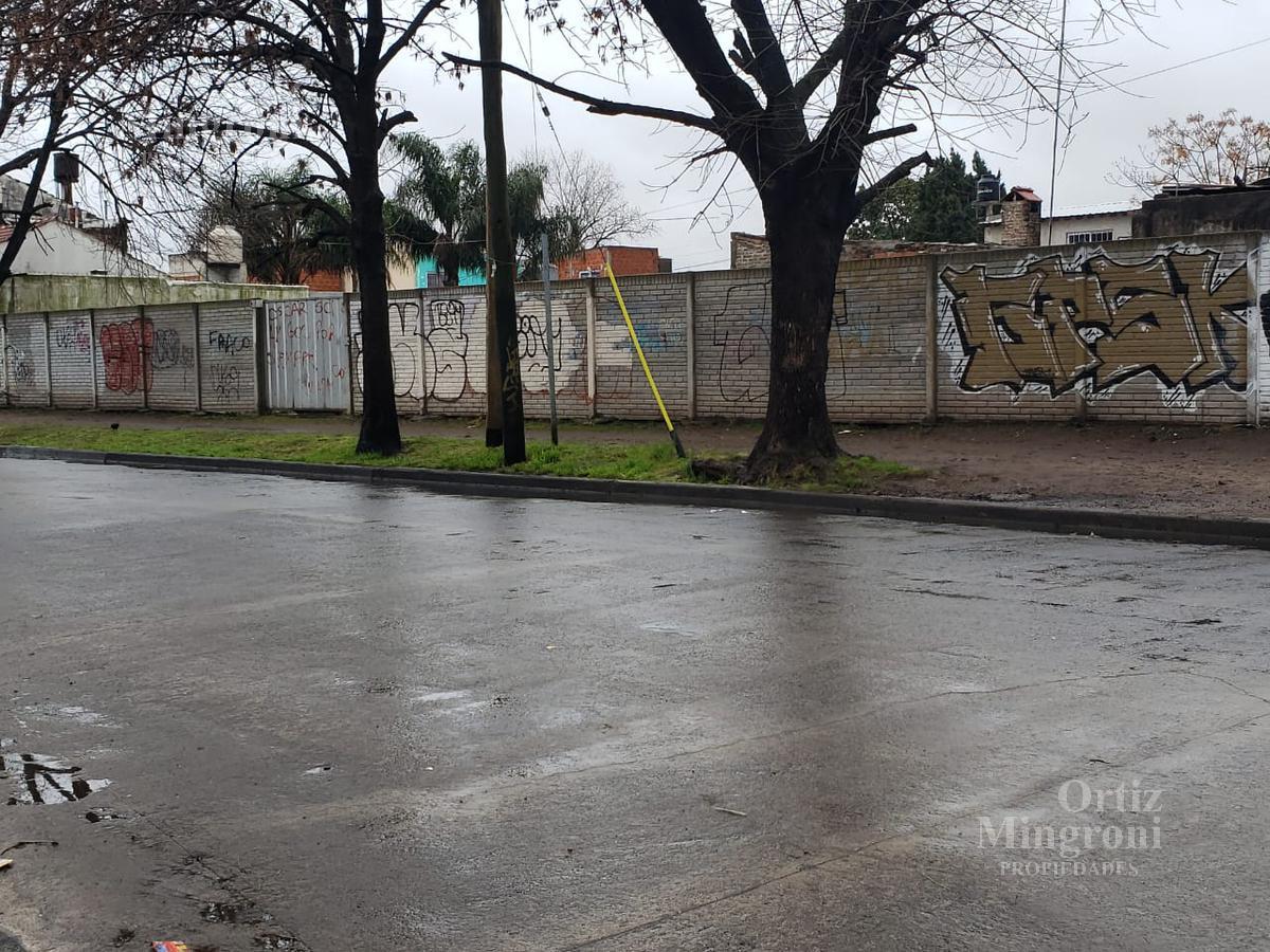 Foto Terreno en Venta en  Lomas De Zamora,  Lomas De Zamora  Verdi al 500