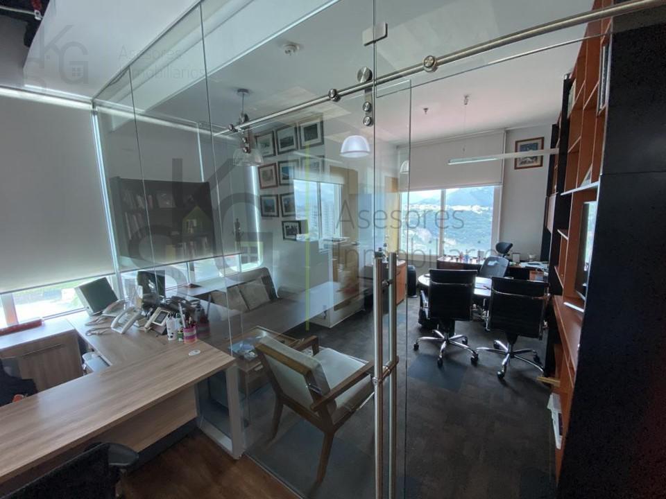 Foto Oficina en Renta en  Interlomas,  Huixquilucan  SKG Renta Oficina en Jesús del Monte dentro de Plaza Comercial, 100m2 de superficie