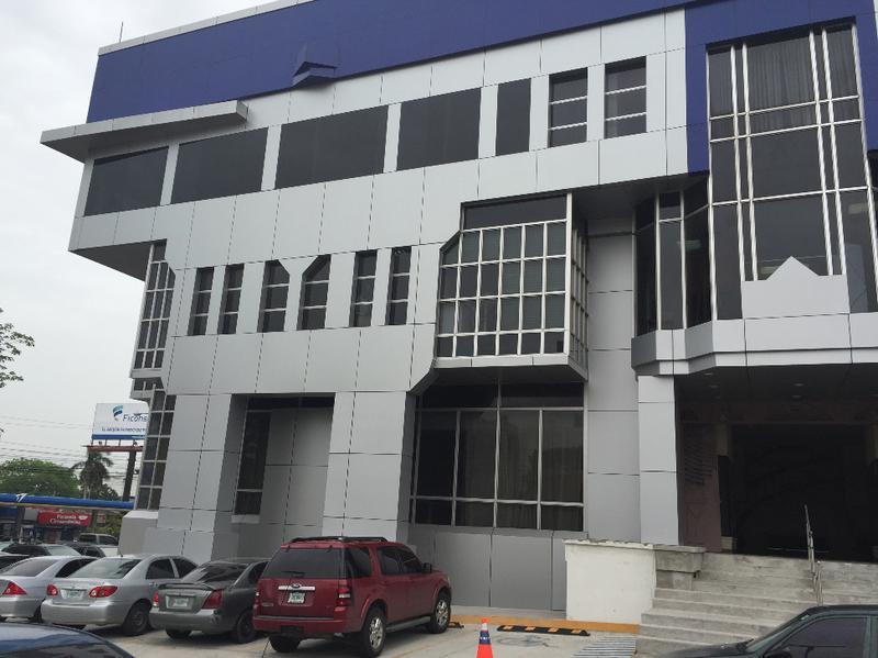 Foto Local en Renta en  Ave. Circunvalación,  San Pedro Sula  Local Comercial en Edificio Versalles