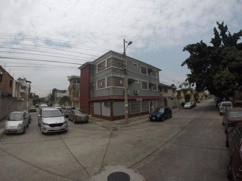 Foto Edificio Comercial en Venta en  Norte de Guayaquil,  Guayaquil  VENTA DE CONDOMINIO RENTERO ESQUINERO URDENOR 1
