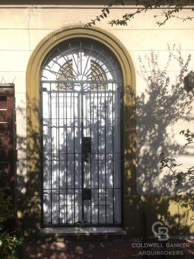 Foto Casa en Venta en  Prado ,  Montevideo  Casa de 2 dormitorios con garaje para 10 autos en venta en Prado