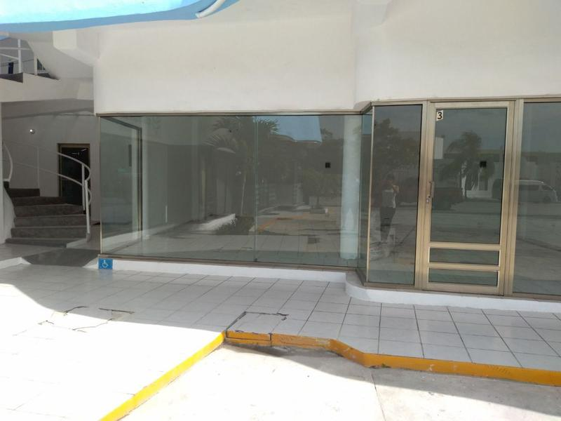 Playa del Carmen Bussiness Premises for Rent scene image 1