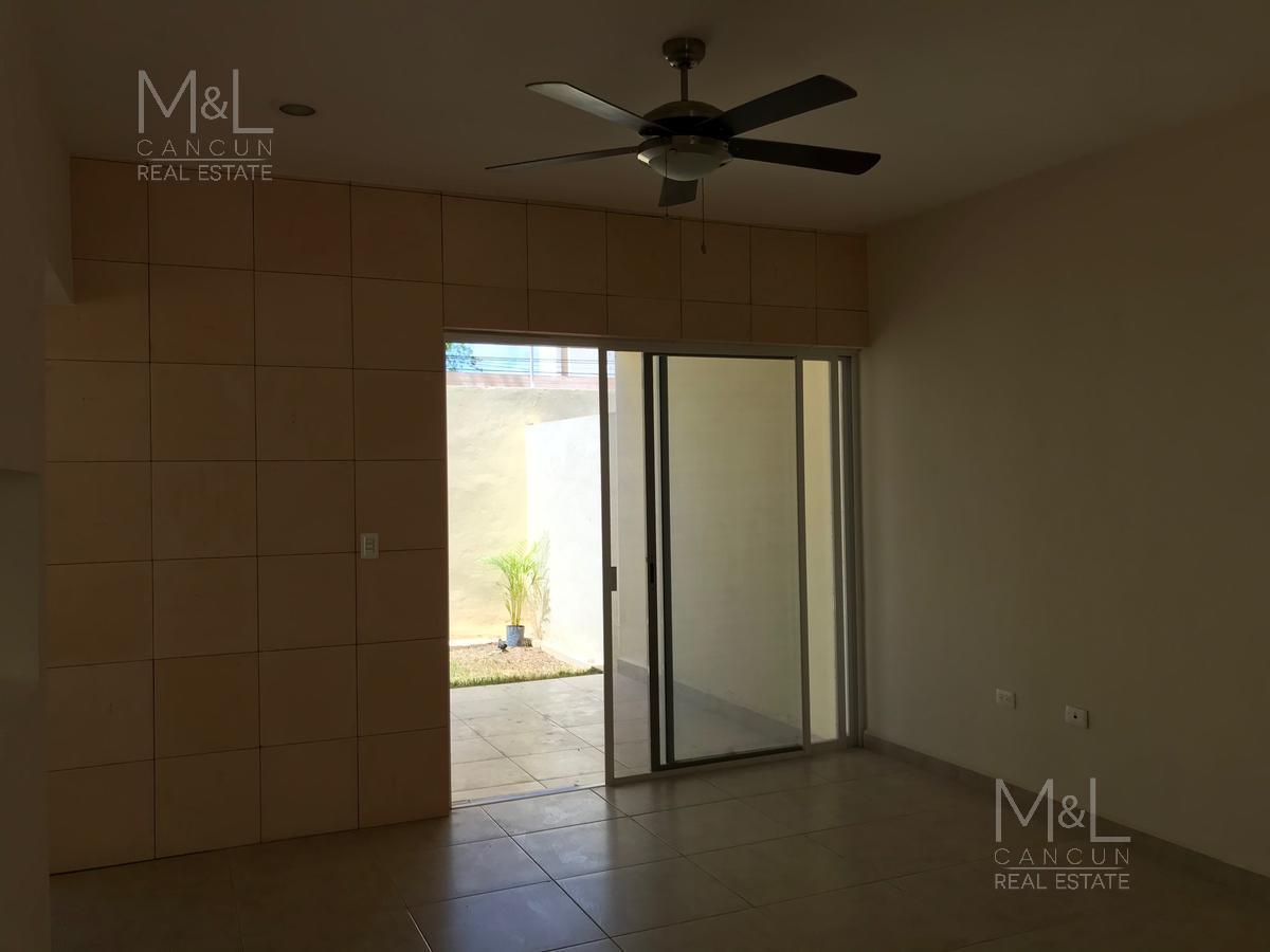 Foto Casa en condominio en Venta en  Colegios,  Cancún  Casa en Venta en Cancún, REAL DE COLEGIOS,  de 3 recámaras, en Avenida Colegios