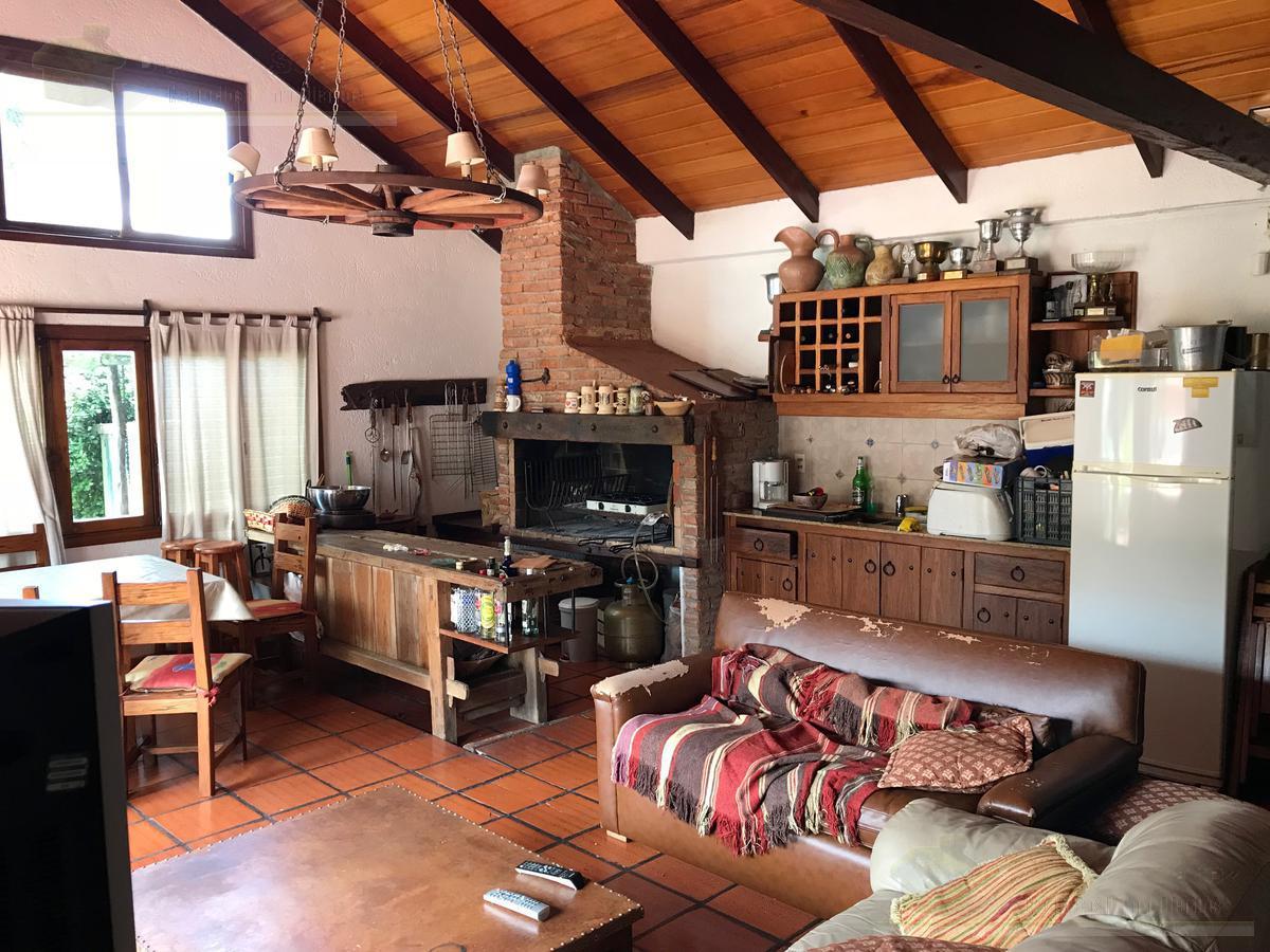 Foto Casa en Venta en  Carrasco ,  Montevideo  Juan Bautista Alberdi al 6100
