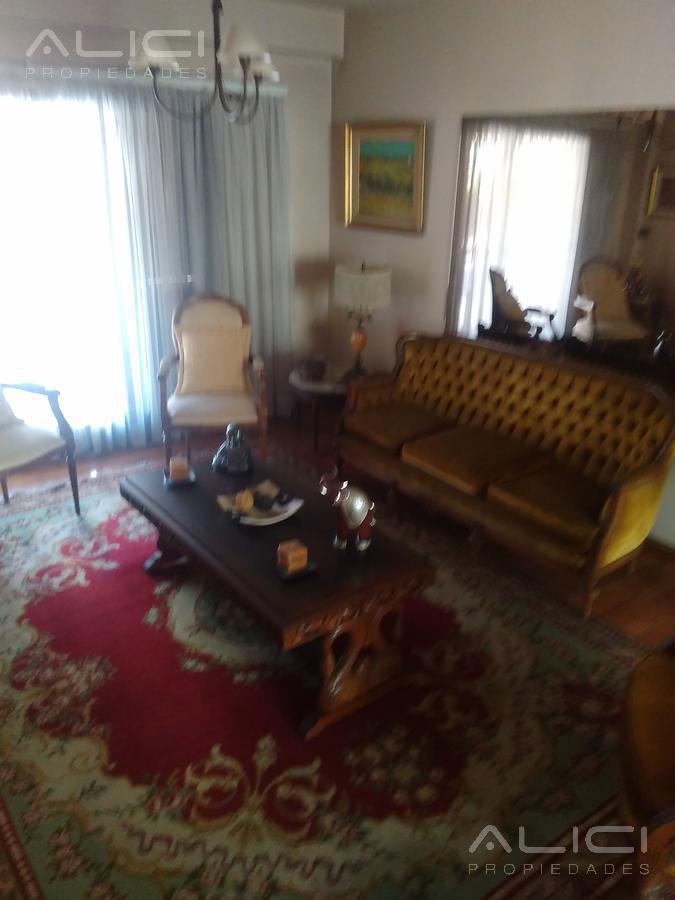 Foto Casa en Venta en  Villa Urquiza ,  Capital Federal  Donado al 2400