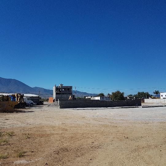 Foto Terreno en Renta en  Tlacolula de Matamoros Centro,  Tlacolula de Matamoros  Patio o terreno de 7000 m2 para materiales de construcción, fabrica de mezcal o comercio en general!