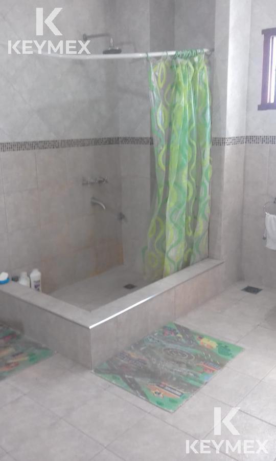 Foto Casa en Venta en  Manuel B Gonnet,  La Plata  28 e/ 501 y 503