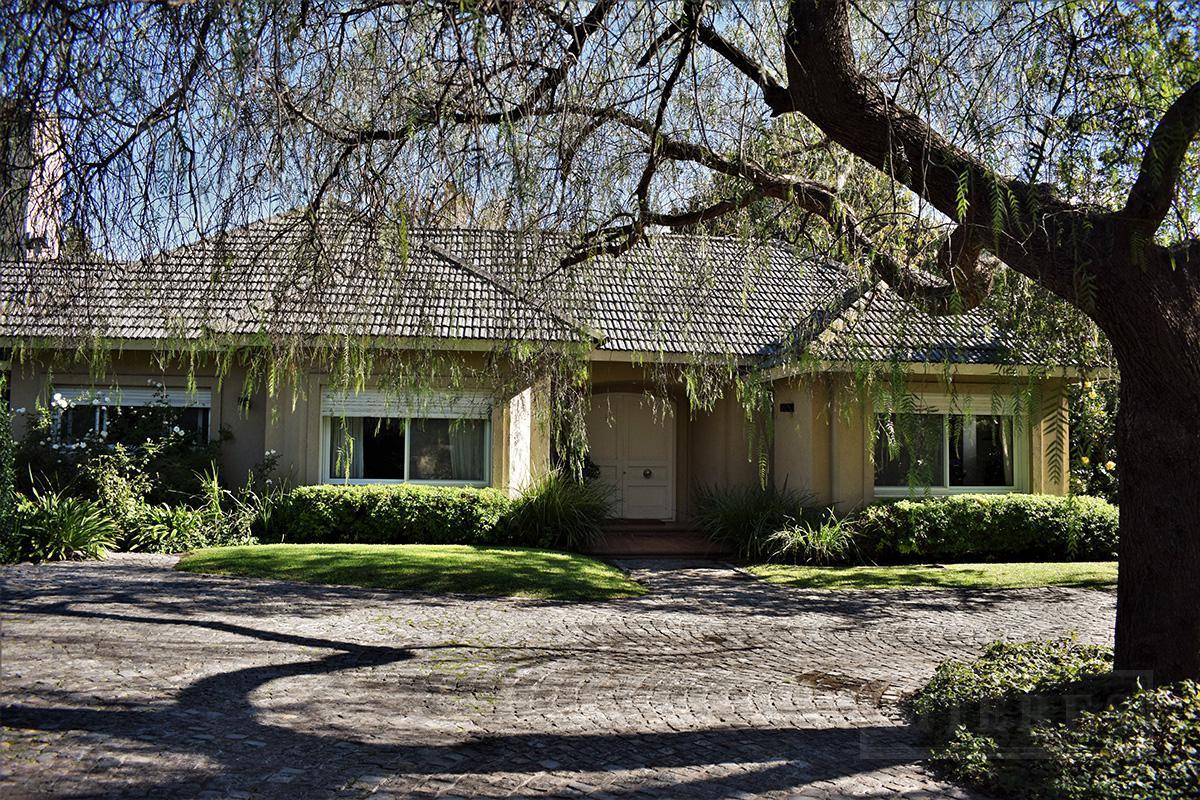 Casa de 350 mts. en Tortugas C.C