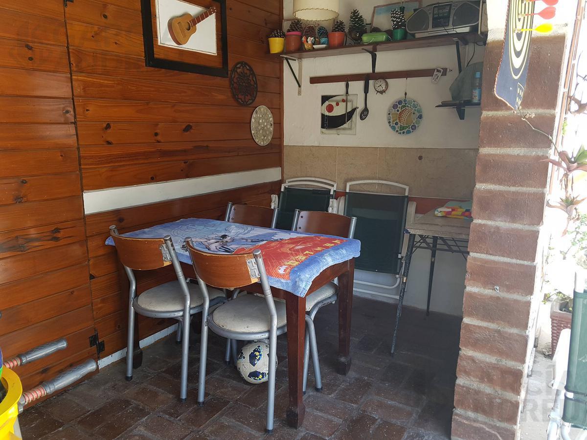 Foto Casa en Venta en  Azcuenaga,  Rosario  Camilo Aldao al 1700