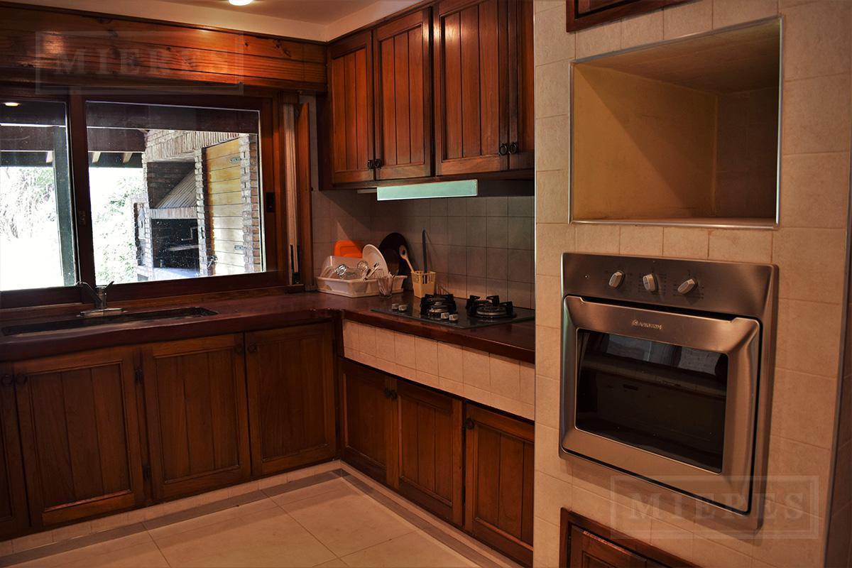 Mieres Propiedades - OPORTUNIDAD: Casa de 533 m2 en Highland Park