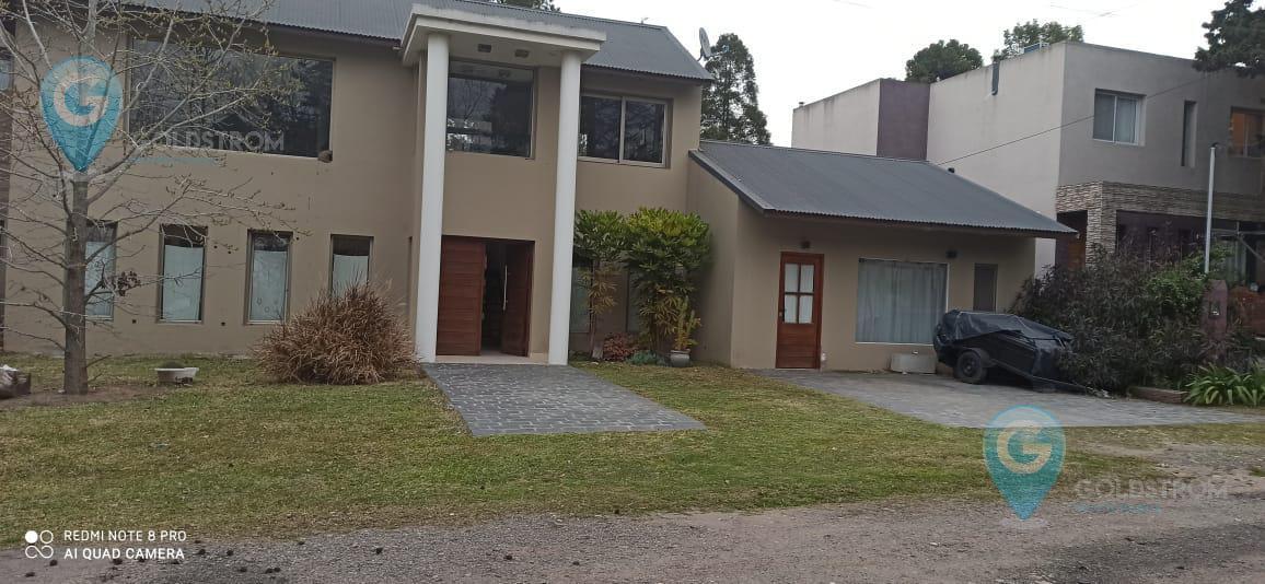 Foto Casa en Venta en  El Carmencito,  Countries/B.Cerrado (Berazategui)  calle al 100