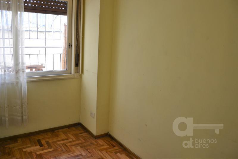 Foto Departamento en Venta en  Barracas ,  Capital Federal          Piedras al 1600, esquina Av. Caseros