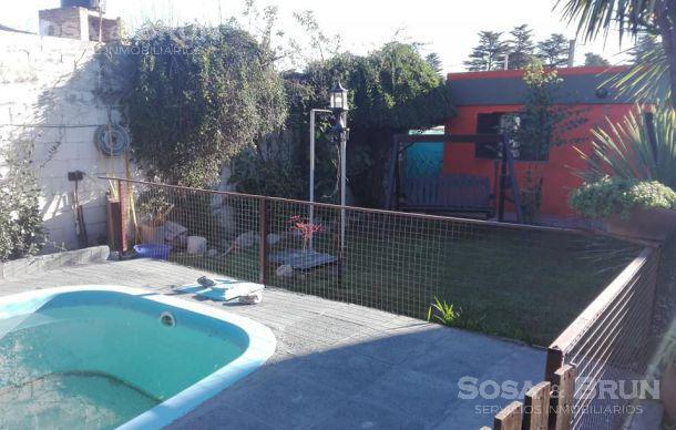 Foto Casa en Venta en  Villa Carlos Paz,  Punilla  Vendo casa de tres dormitorios en Playa de Oro Carlos Paz Acepto Canje