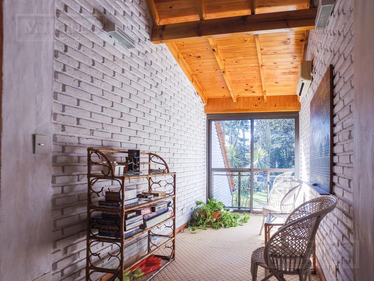 Mieres Propiedades - Casa de 300 mts en  Highland Park