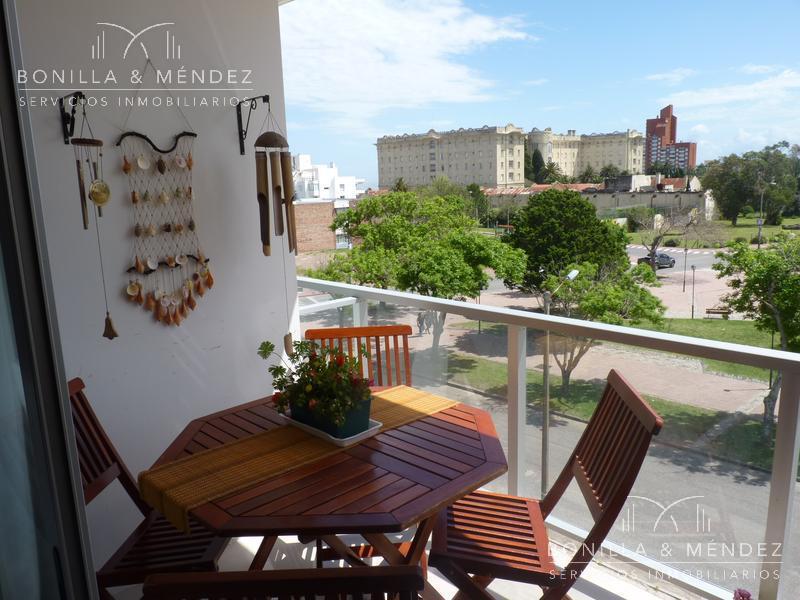 Foto Apartamento en Alquiler temporario en  Piriápolis ,  Maldonado  Emilia Alperovich Plaza Artigas a pazos del mar