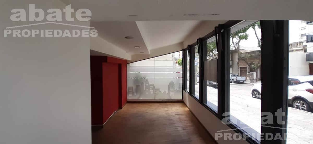 Foto Local en Alquiler en  Pocitos ,  Montevideo  Gabriel Pereira al 3100