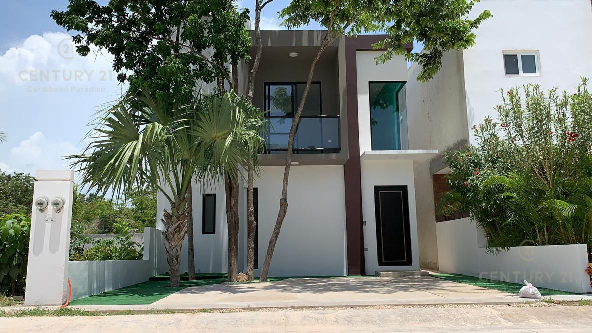 Foto Casa en Venta en  Playa del Carmen ,  Quintana Roo  Casa de 3 recámaras y 2,5 baños en fraccionamiento con seguridad privada El Encuentro a 10 min de la playa P2935