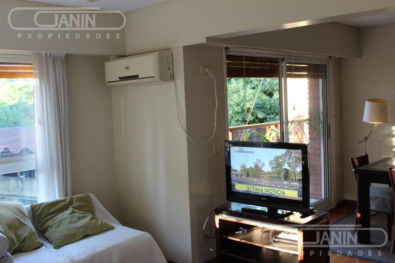 Foto Casa en Alquiler en  Acassuso,  San Isidro  Arenales al 1000