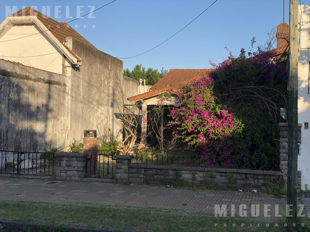 Foto Casa en Venta en  Banfield,  Lomas De Zamora  ARENALES 1451
