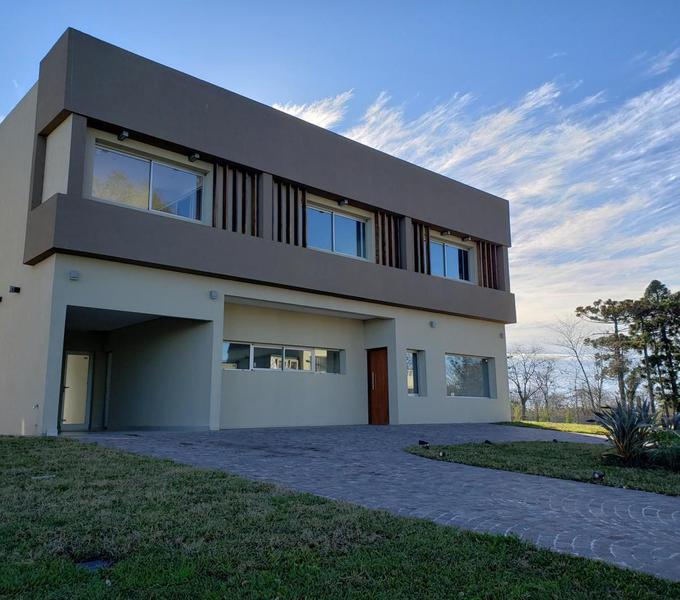 Foto Casa en Venta en  Greenville Polo & Resort,  Berazategui  Calle 152 6300