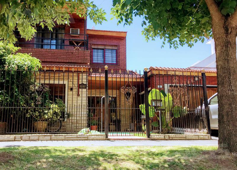 Foto Casa en Venta en  Castelar,  Moron  Francia 3000