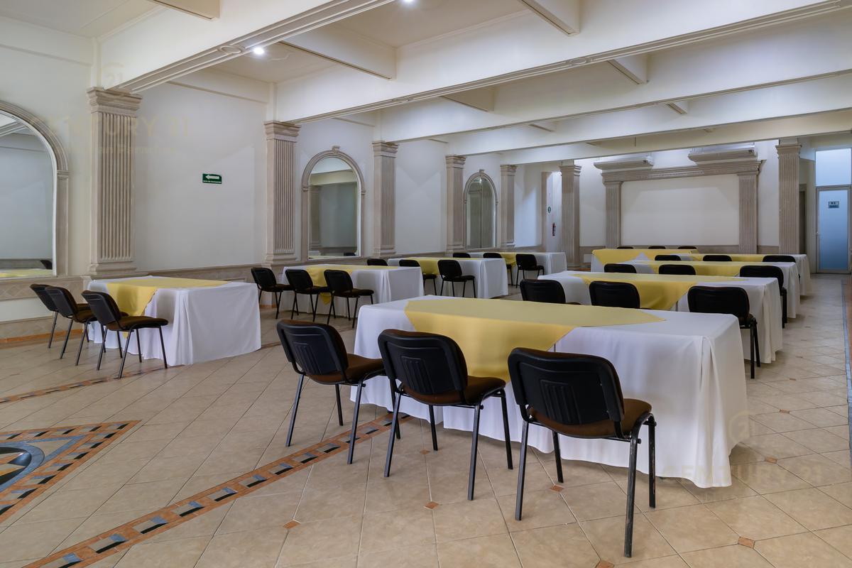 Encinal Hotel for Venta scene image 5