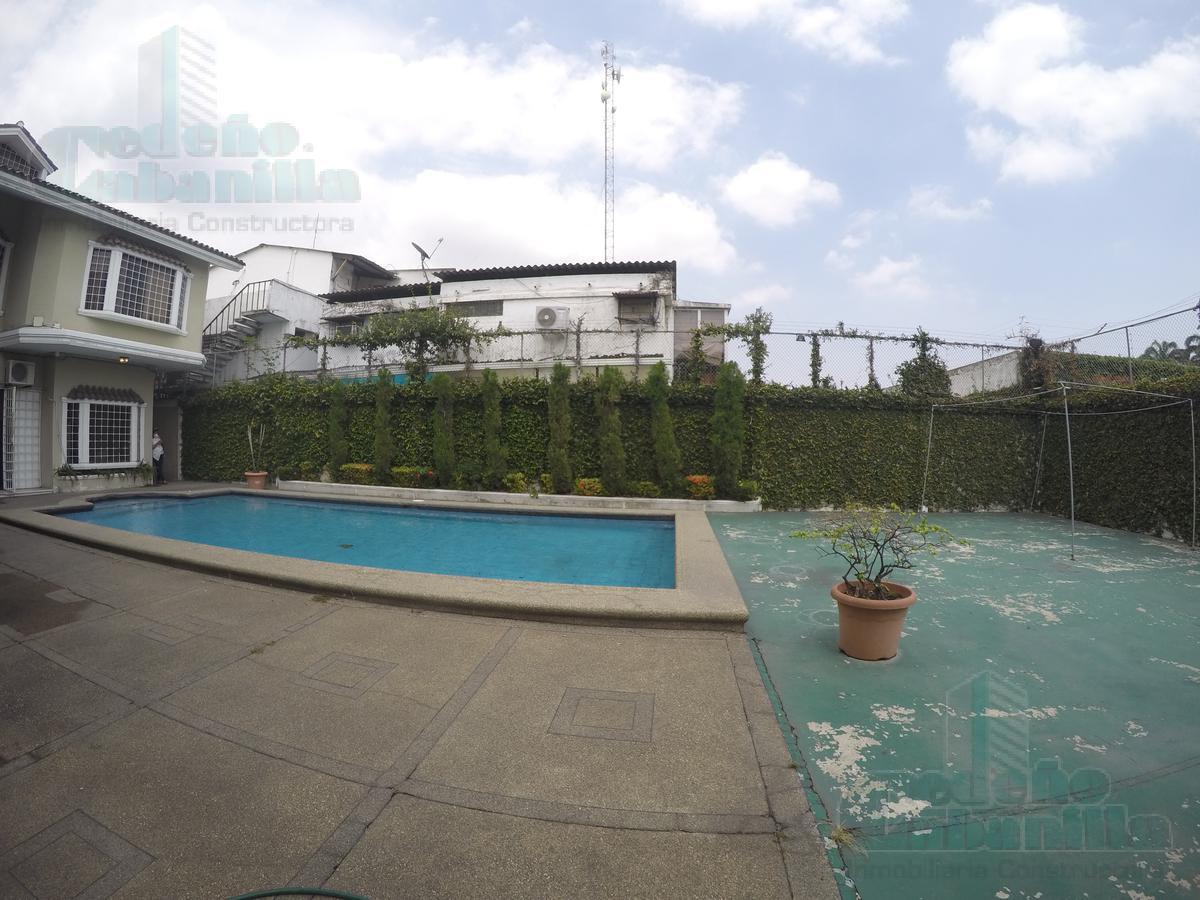 Foto Casa en Venta en  Norte de Guayaquil,  Guayaquil  EN VENTA MANSION  ESQUINERA EN URDESA