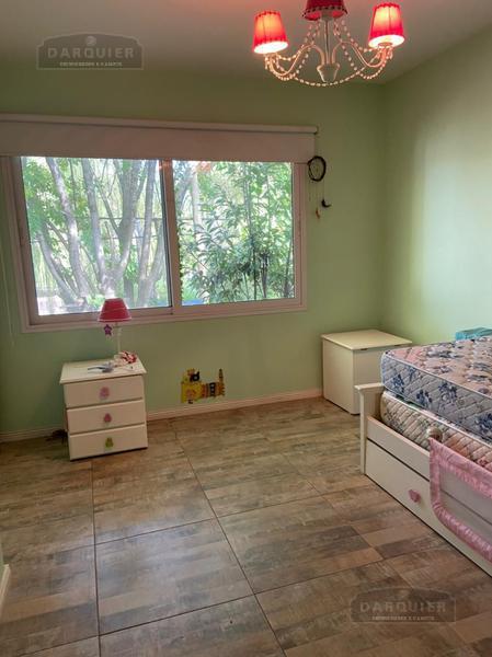 Foto Casa en Venta en  Adrogue,  Almirante Brown  LA GACETA 129