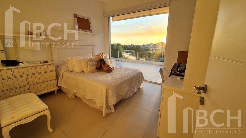 Foto Casa en Alquiler en  Los Alisos,  Nordelta  Casa al agua en alquiler, amoblada. Los Alisos. Nordelta. Tigre