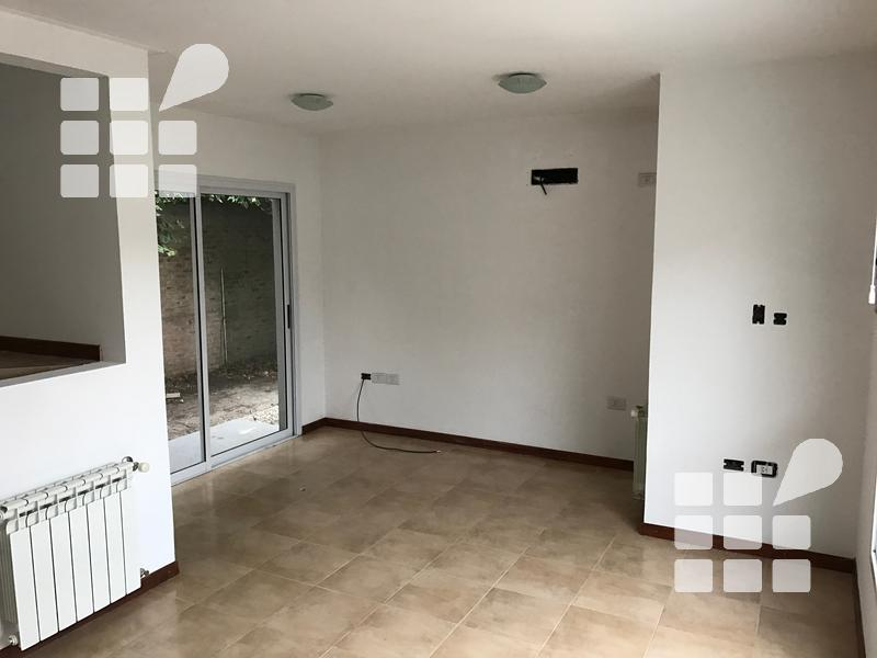 Foto Casa en Venta en  Manuel B Gonnet,  La Plata  Lacroze y Centenario