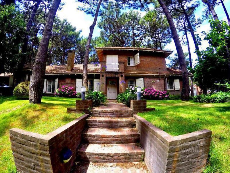 Foto Casa en Venta en  Pinamar ,  Costa Atlantica  Itaca 359