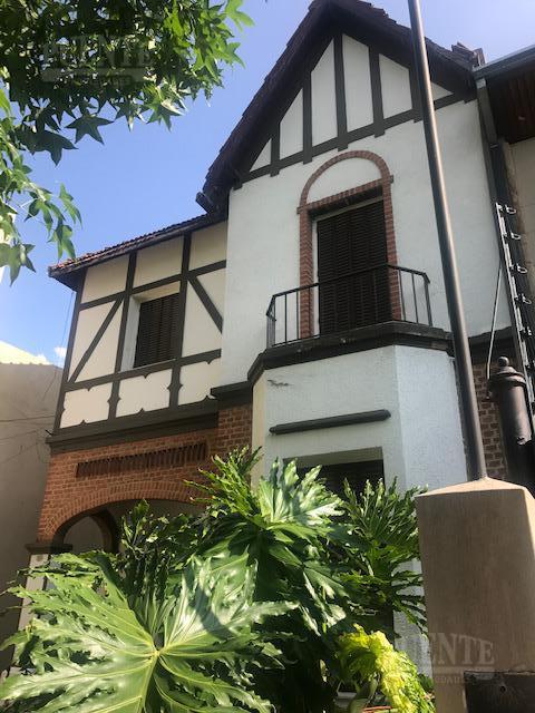 Foto Casa en Venta en  Banfield Oeste,  Banfield  Beruti al 500