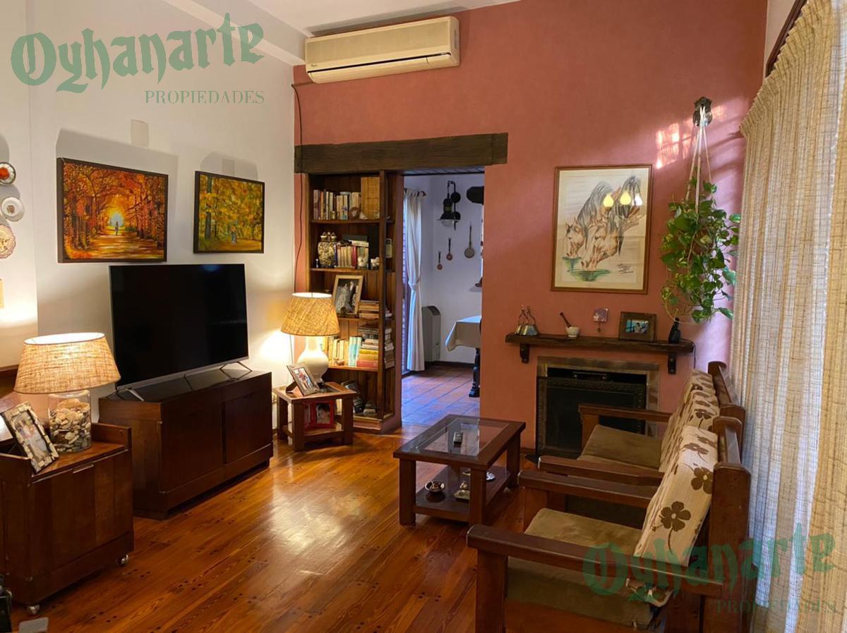Foto Casa en Venta en  Castelar,  Moron  Crisologo Larralde