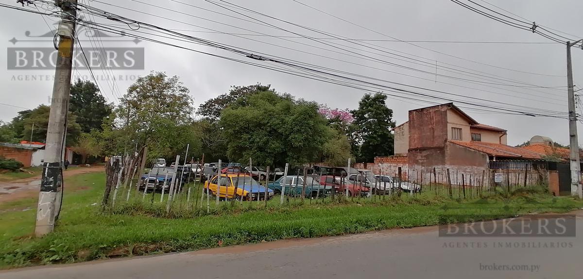 Foto Terreno en Venta |  en  Luque ,  Central  Vendo Terreno en equina asfaltada de 1200m2 zona CIT Laguna Grande