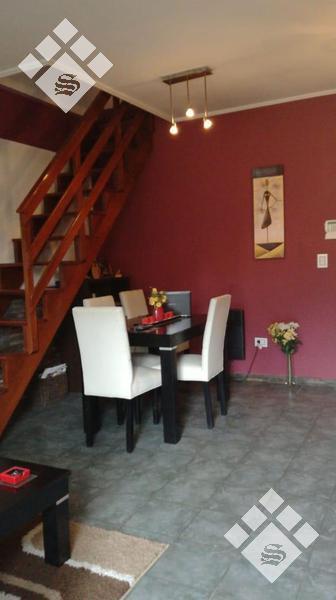 Foto Casa en Venta en  Castelar,  Moron  Villanueva 1600