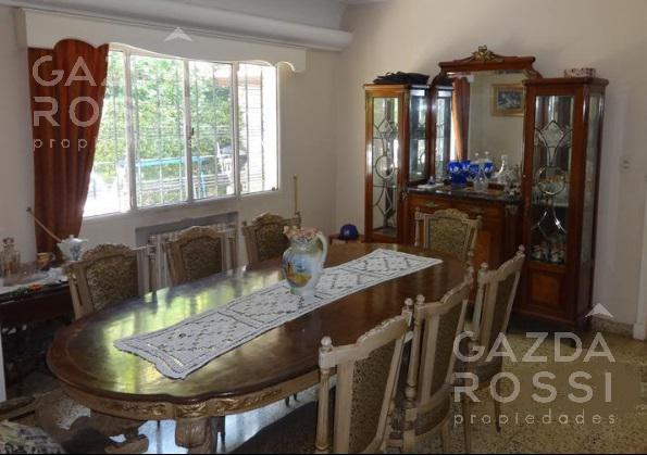 Foto Casa en Venta en  Adrogue,  Almirante Brown  URIBURU al 400