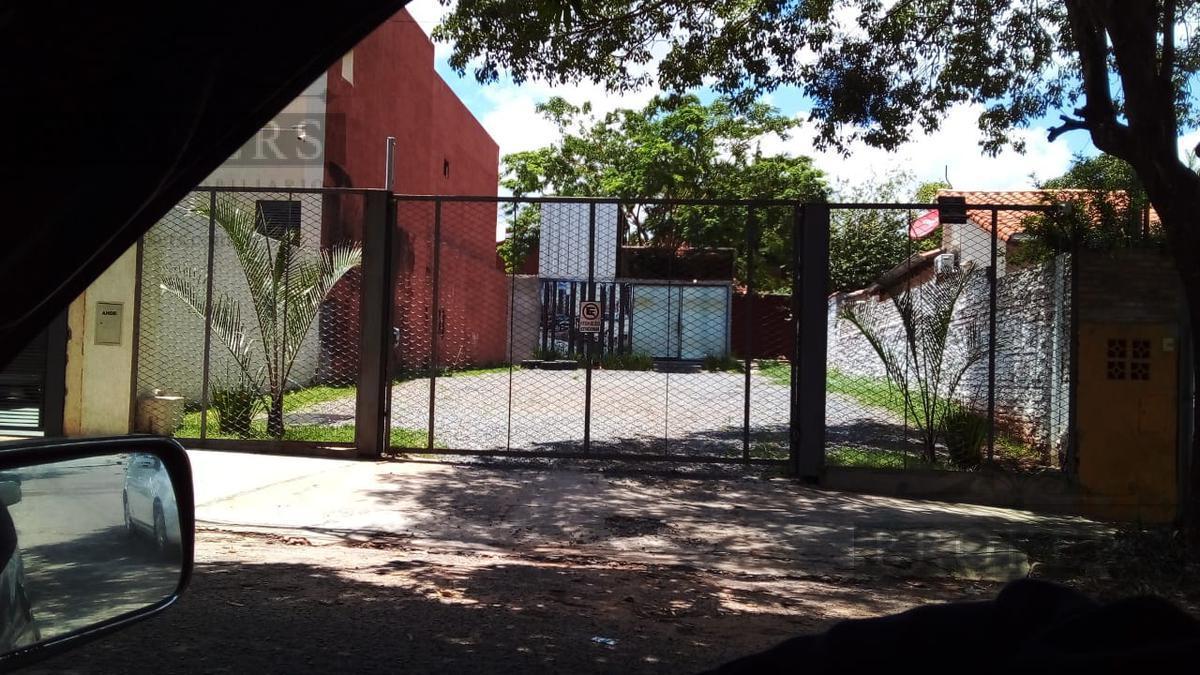 Foto Local en Alquiler en  La Recoleta ,  Asunción  Alquilo Local Comercial con amplio patio en Barrio Recoleta