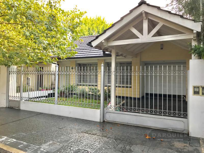 Foto Casa en Venta en  Adrogue,  Almirante Brown  MARTIN RODRIGUEZ 720