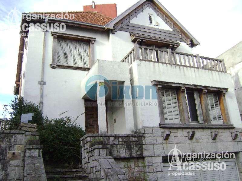 Foto Casa en Alquiler en  La Lucila,  Vicente López  Av. DEL LIBERTADOR al 3300