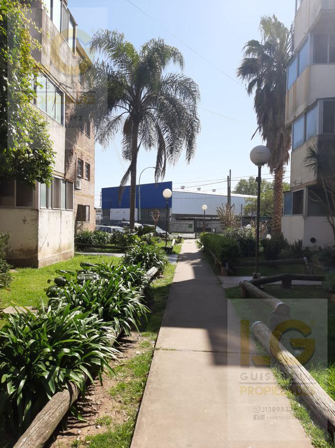 Foto Departamento en Venta en  Berazategui,  Berazategui  137 2111