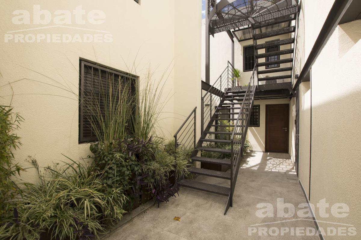 Foto Apartamento en Venta en  Centro (Montevideo),  Montevideo  Isla de Flores y Carlos Quijano - Dúplex 2d con patio y barbacoa con parrillero de uso exclusivo!